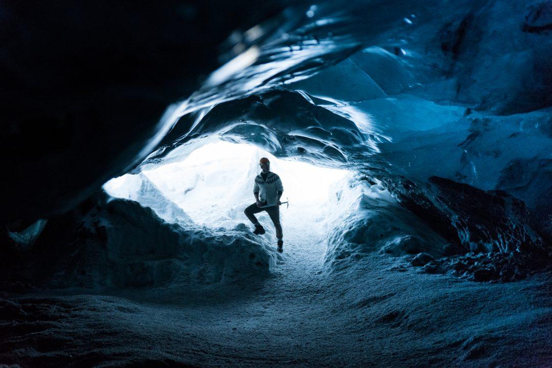 Entrée d'une grotte de glace en islande