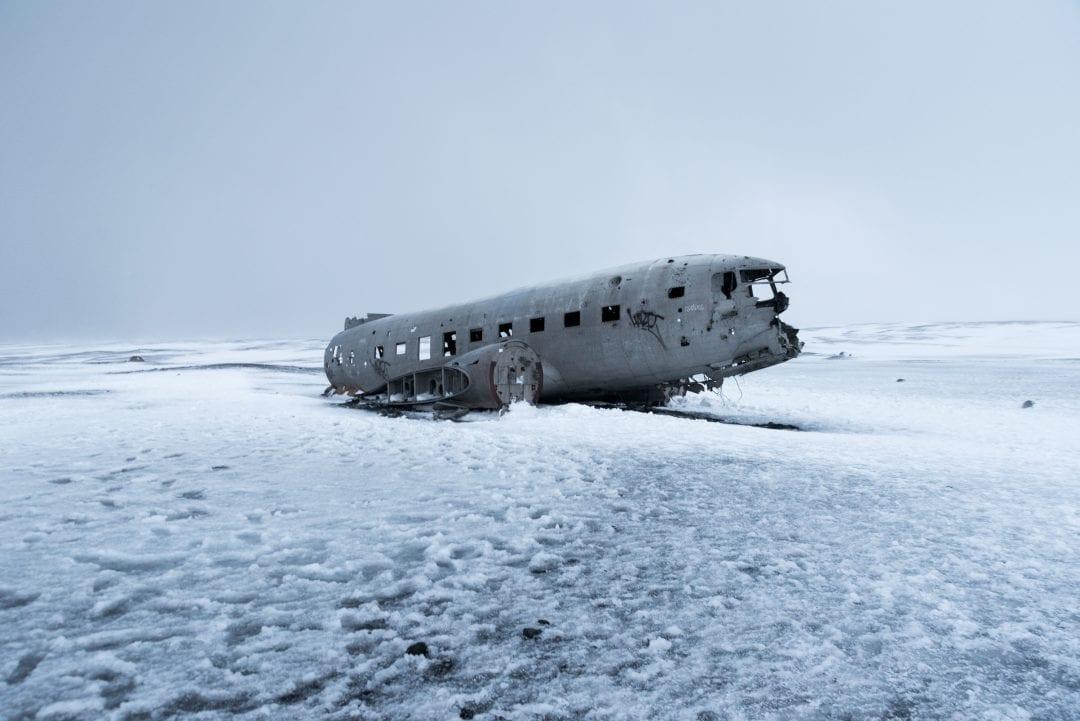 Epave de l'avion en Islande sur la plage de Sólheimasandur