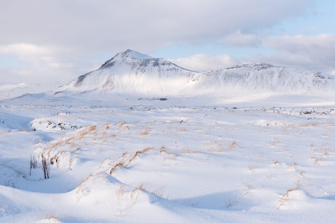 montagne enneigée islandaise