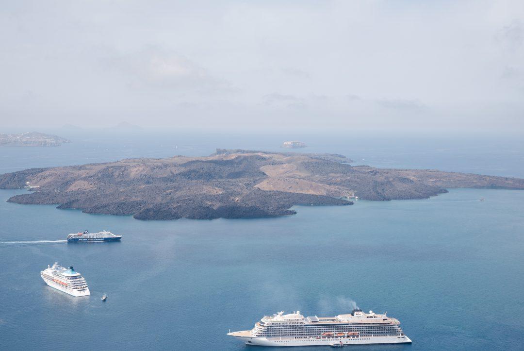 Vue sur le volcan de Santorin