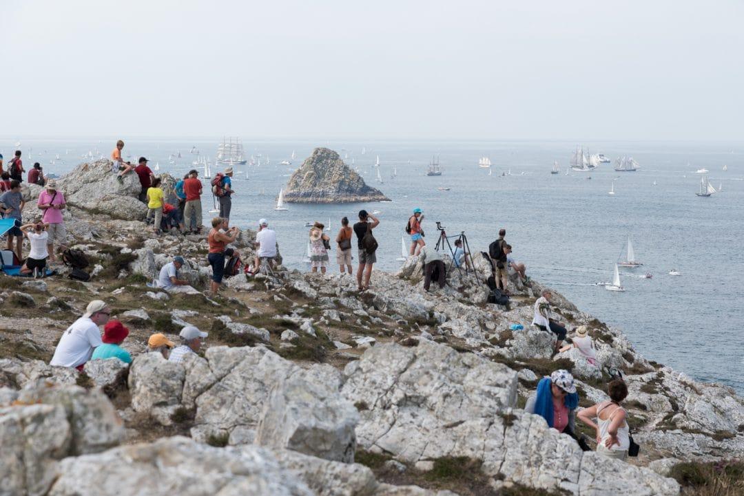 Spectacteurs venants admirer la parade de la fête maritime de Brest