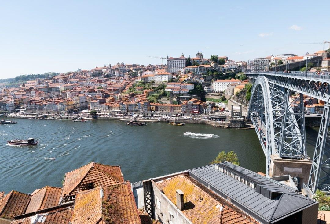 Vue sur Porto depuis le pont Pont Dom-Luís