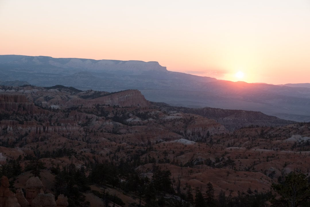 Lever de soleil au Sunrise Point à Bryce Canyon
